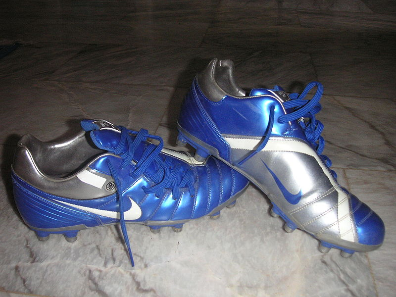Attractive 800px Mens Soccer shoes