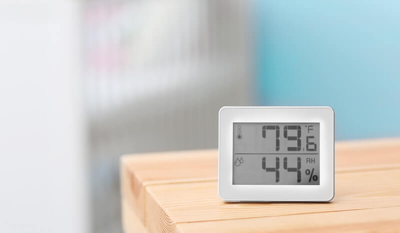 istorage-thermometer-on-desk