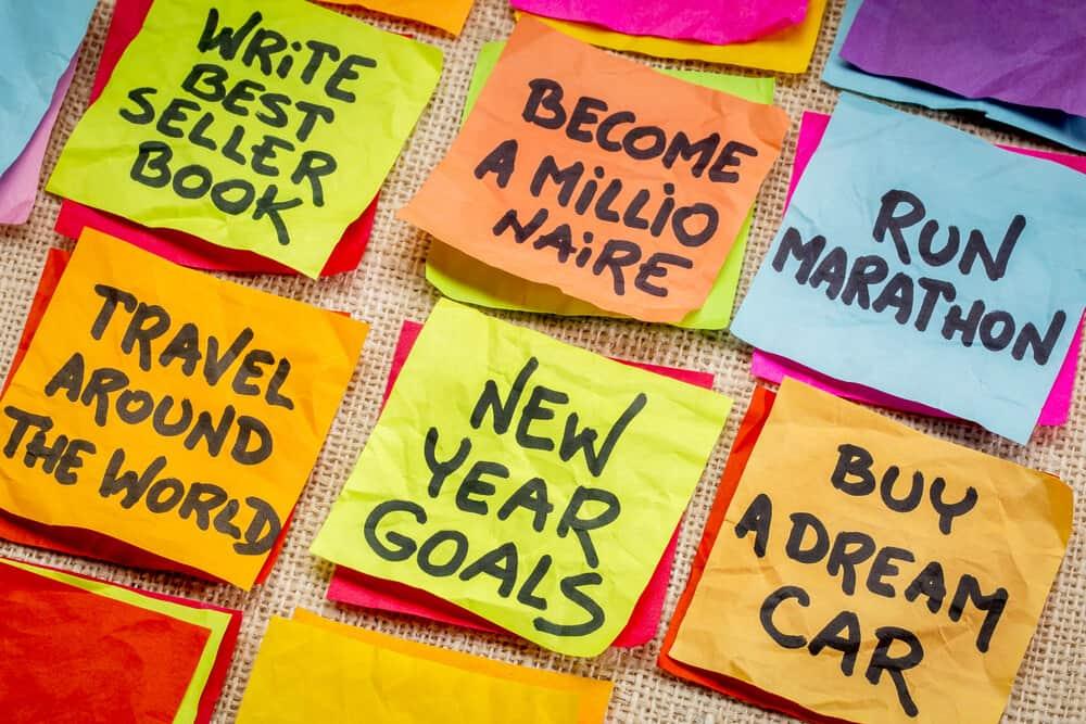 unrealistic new years resolutions postits
