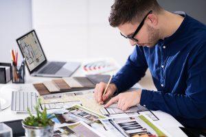 realtor designing staging for a home