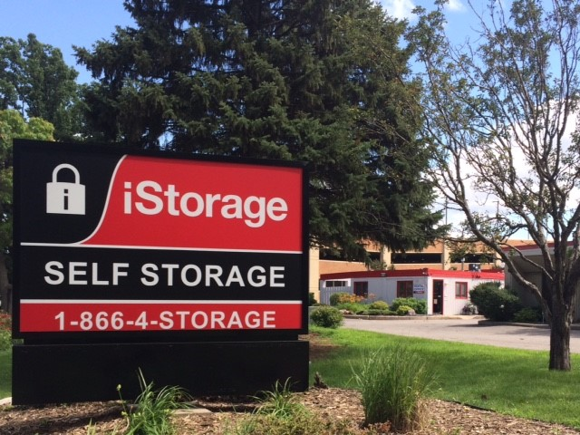 iStorage St. Louis Park Sign