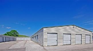 Outdoor storage units in Valley Park, MO on 43 Old Elam Rd